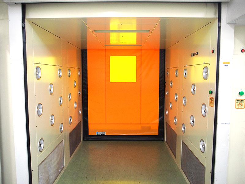 クリーンルーム製袋工場 エアシャワー室